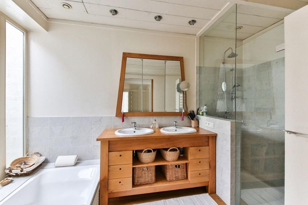 Ideeën voor een praktische inrichting van een kleine badkame