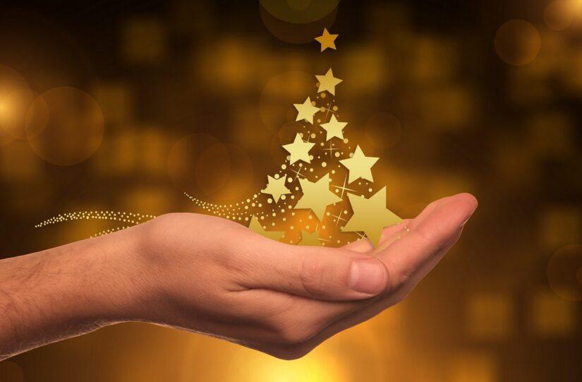 Stijlvolle kerstwensen met gepersonaliseerde kaartjes en cadeaus